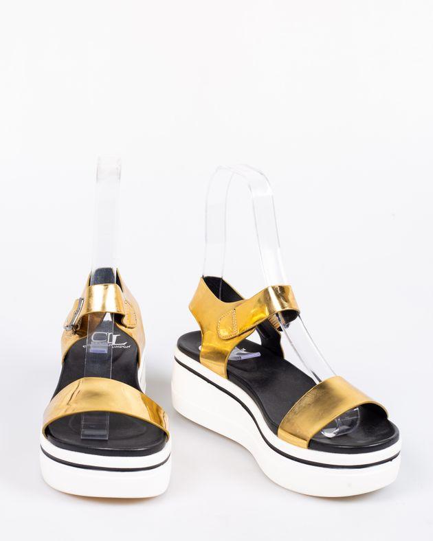 Sandale-usoare-cu-talpa-inalta-si-aspect-metalizat-1905725011