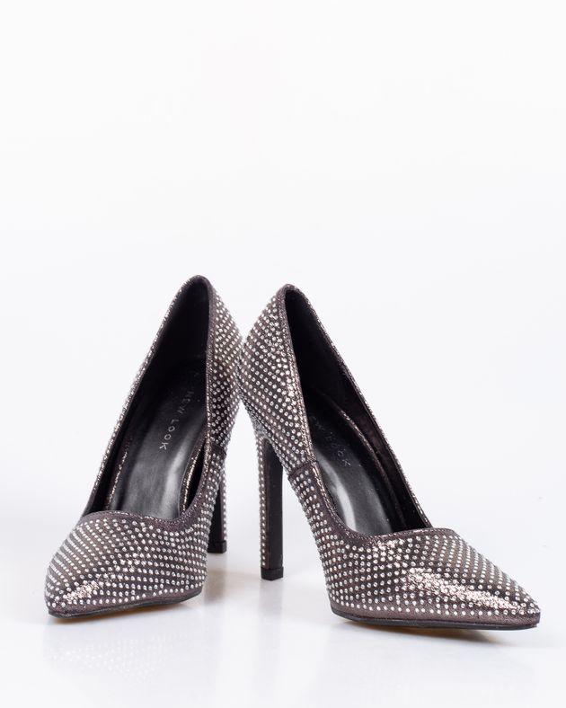 Pantofi-cu-toc-si-detalii-din-plastic-cu-varf-ascutit-1912801066