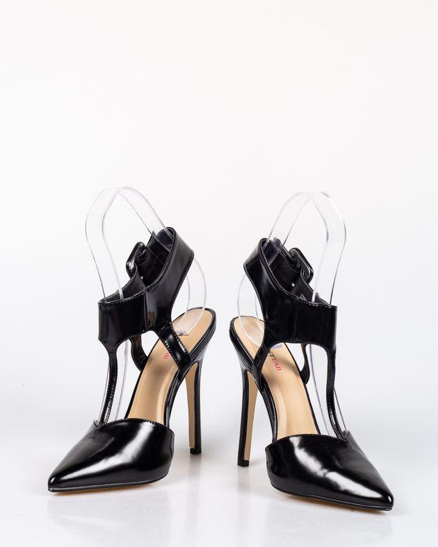 Pantofi-lacuiti-cu-toc-inalt-cu-varf-ascutit-si-catarama-1927001044