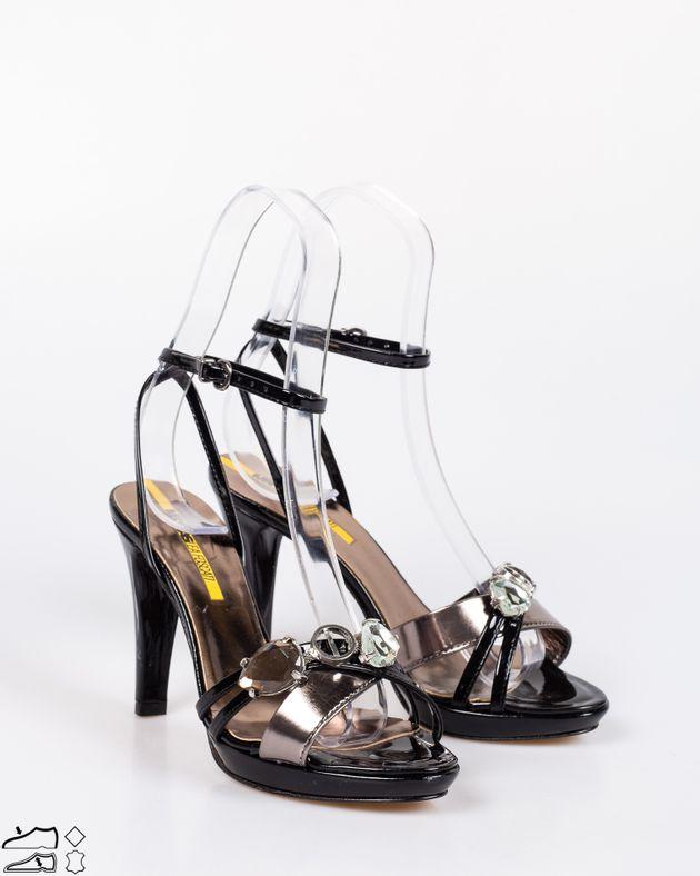 Sandale-din-piele-naturala-lacuite-cu-toc-si-barete-cu-detalii-din-metal-1911507240