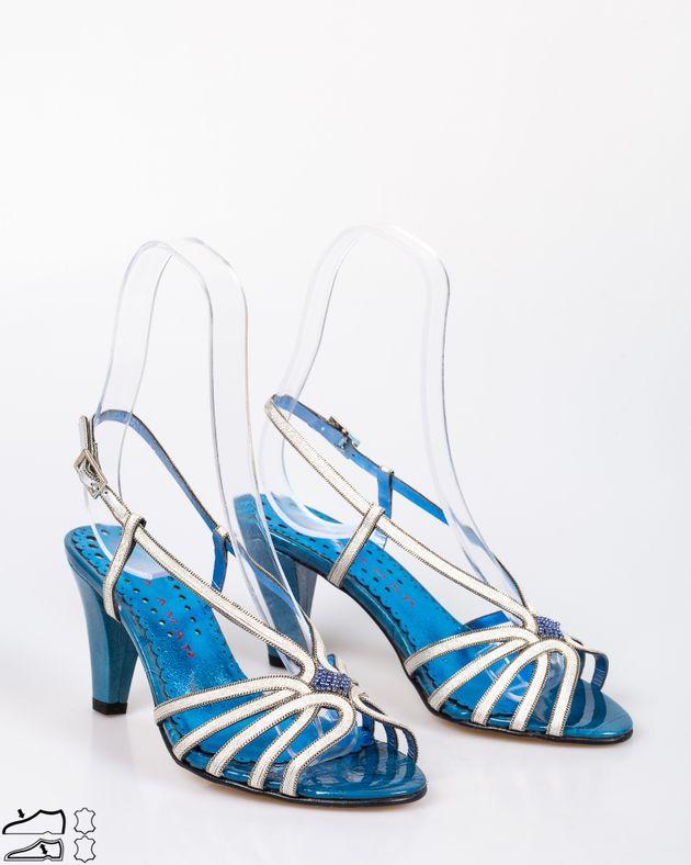 Sandale-din-piele-naturala-cu-toc-si-barete-argintii-cu-detalii-1911508093