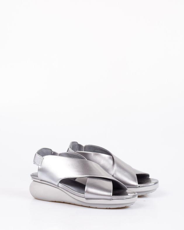 Sandale-comode-cu-aspect-metalizat-si-bareta-cu-catarama-1930301003