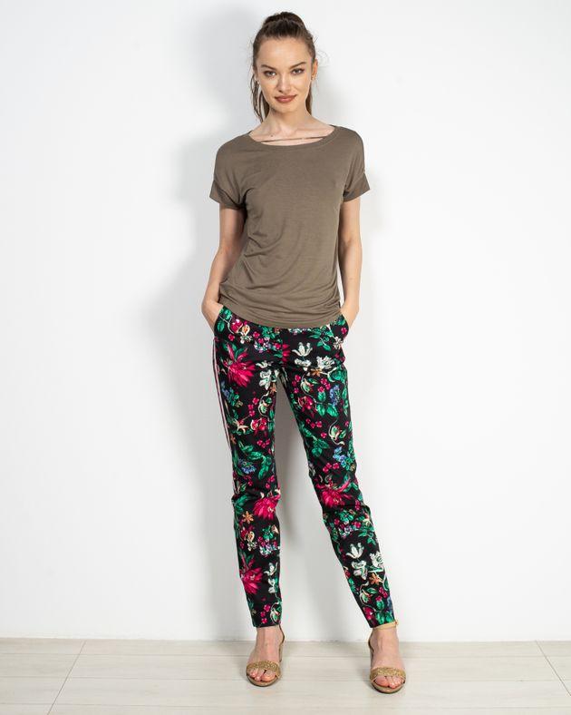 Pantaloni-cu-imprimeu-floral-si-buzunare-1927601007
