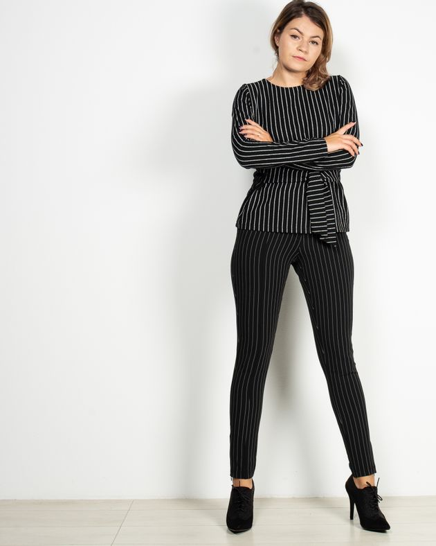 Pantaloni-skinny-in-dungi-cu-buzunare-1940504005