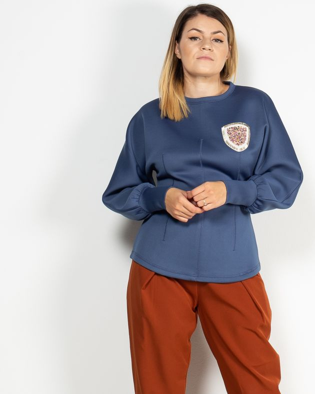 Bluza-Axel-cu-maneca-lunga-si-femoar-la-spate-cu-detalii-aplicate-1942402025-