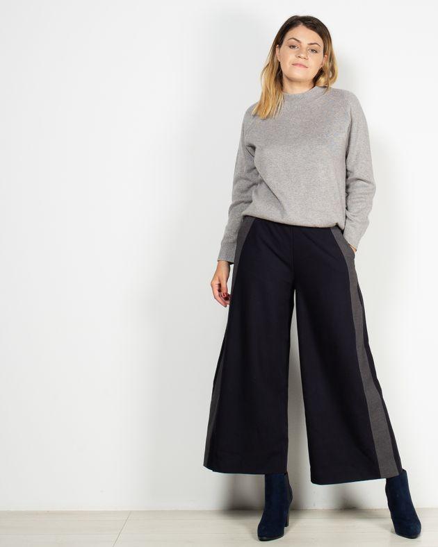 Pantaloni-Axel-trei-sferturi-cu-buzunare-si-fermoar-lateral-1942401084