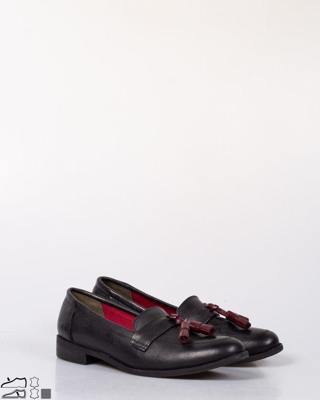 Pantofi-din-piele-naturala-cu-talpa-moale-si-ciucuri-N915009005