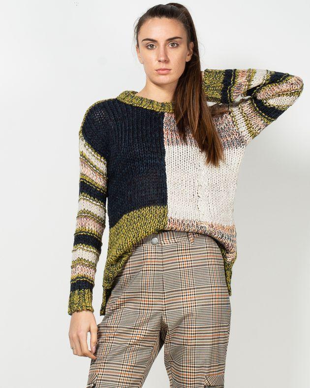 Pulover-tricotat-cu-guler-rotund-19503C6001