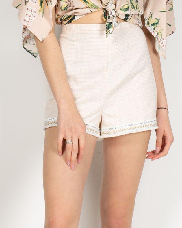 Pantaloni-scurti-cu-fermoar-lateral-si-detalii-aplicate-in-partea-de-jos-2010101137