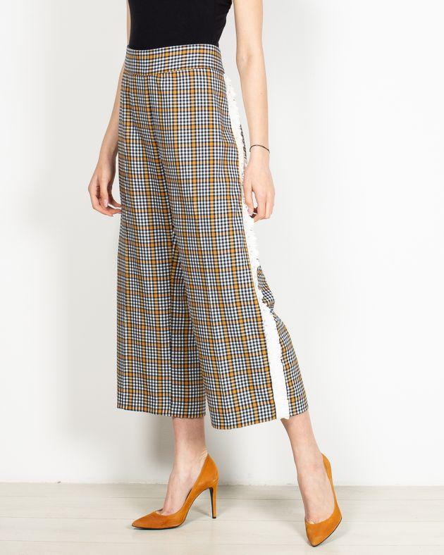 Pantaloni-trei-sferturi-in-carouri-cu-fermoar-la-spate-2010101140