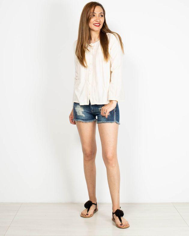 Pantaloni-scurti-din-bumbac-cu-buzunare-si-model-brodat-2006501019