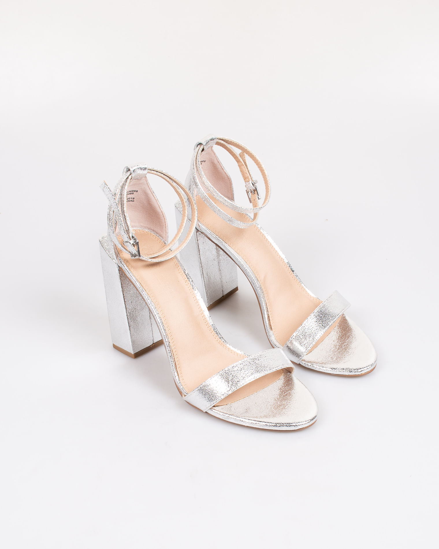 pantofi clasici pe picioare imagini din încălţăminte Sandale elegante argintii cu toc si barete cu catarama - Miniprix