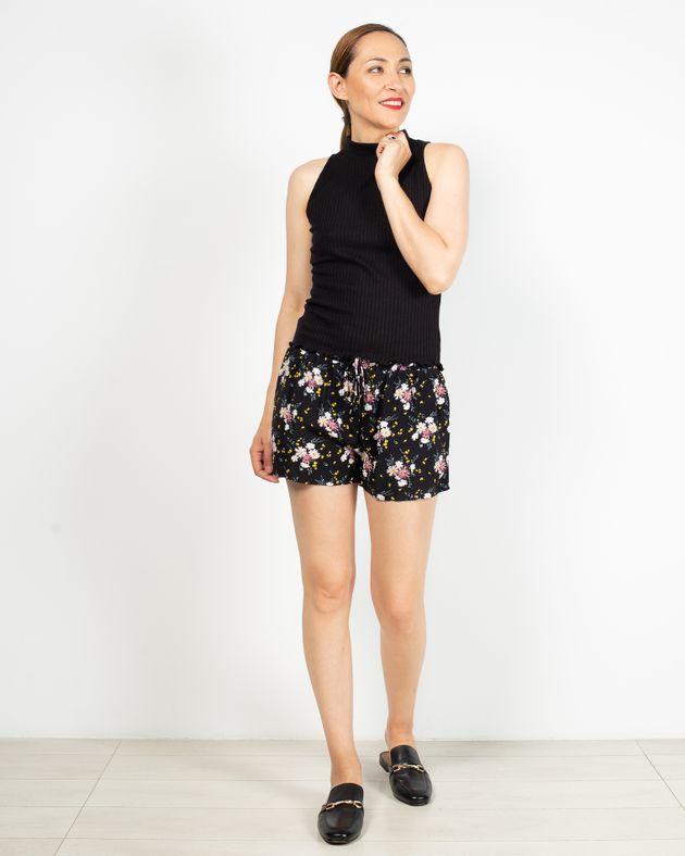 Pantaloni-scurti-cu-buzunare-si-imprimeu-floral