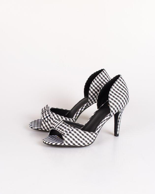 Pantofi-Axel-decupati-in-carouri-cu-toc