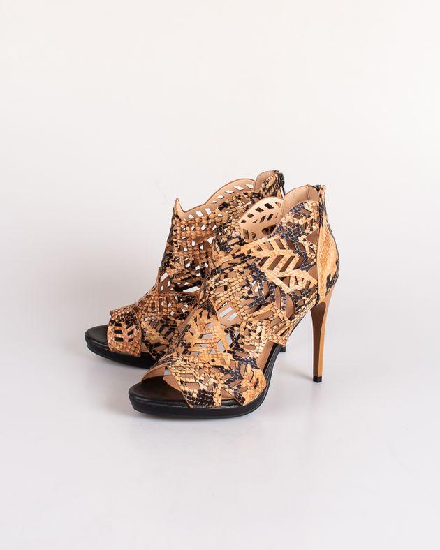Sandale-Axel-decupate-cu-imprimeu-anumal-print-si-fermoar-la-spate