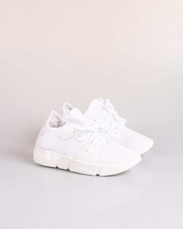 Pantofi-sport-cu-sireturi-si-talpa-flexibila