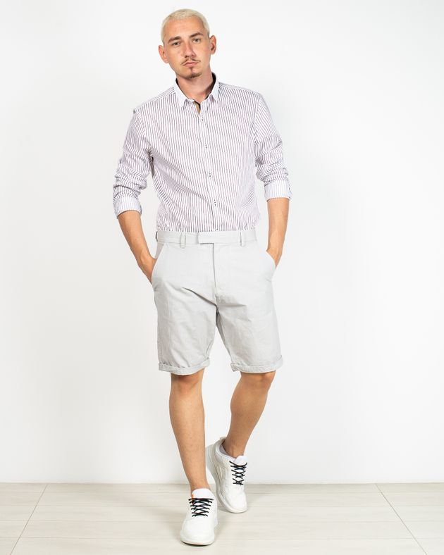 Pantaloni-scurti-cu-buzunare-si-talie-inalta