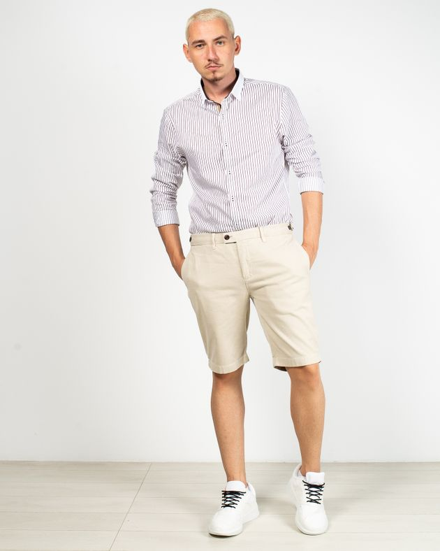 Pantaloni-scurti-cu-buzunare-si-nasturi