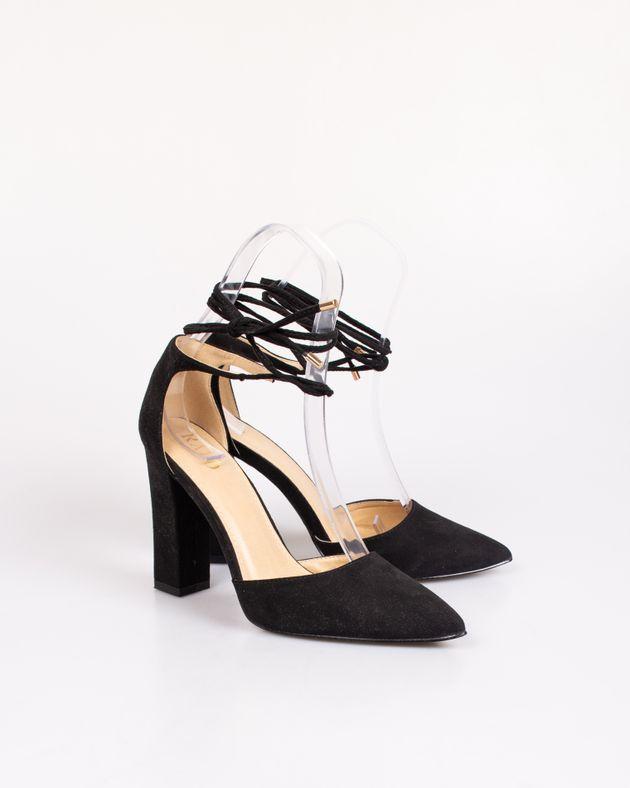 Pantofi-decupati-cu-toc-si-sistem-de-inchidere-pe-picior