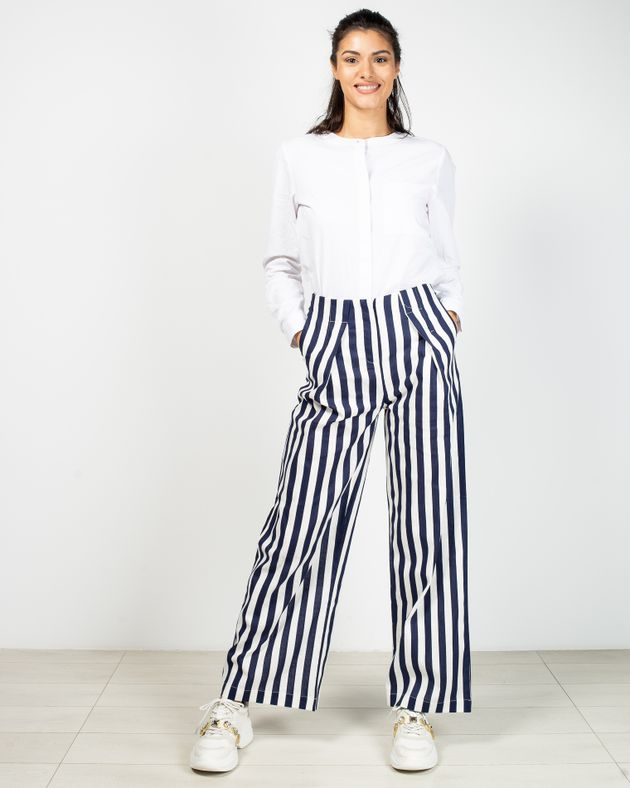 Pantaloni-Axel-evazati-in-dungi-cu-buzunare