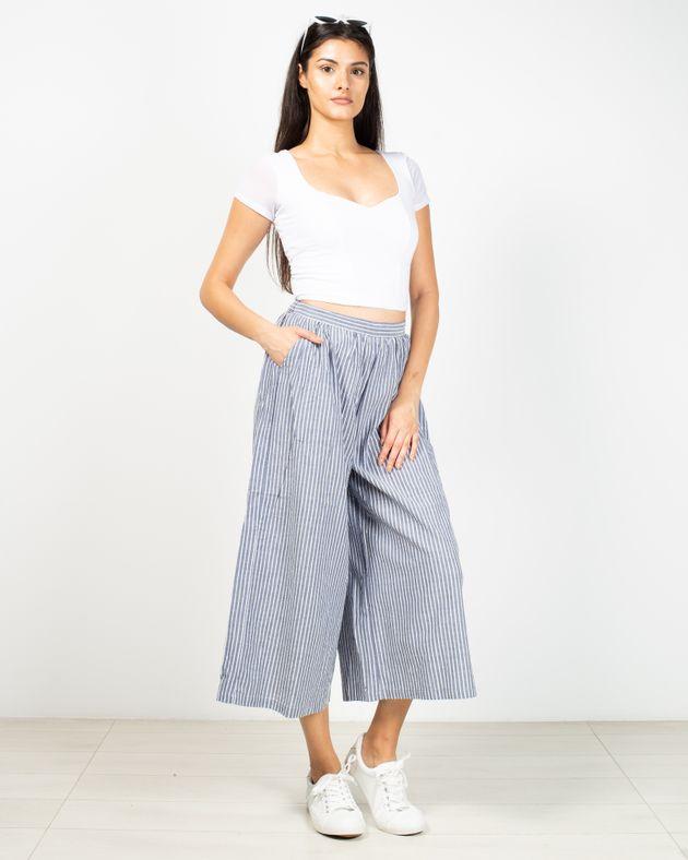 Pantaloni-evazati-cu-buzunare-si-dungi