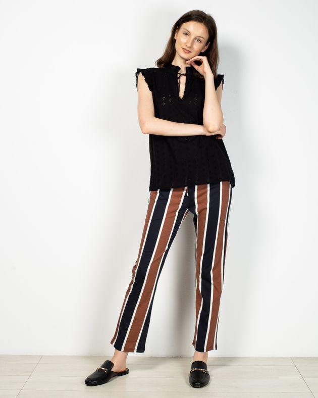 Pantaloni-dama-cu-dungi-si-talie-elastica