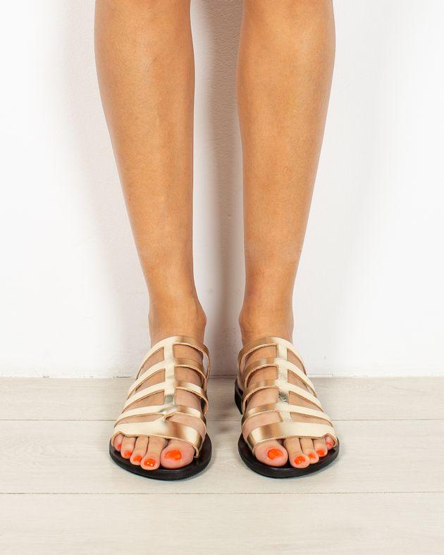 Sandale-usoare-din-piele-naturala-cu-barete