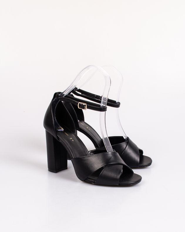 Sandale-cu-toc-si-barete-cu-catarama