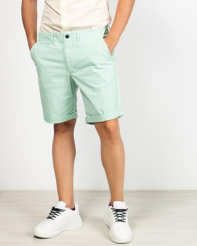 Pantaloni-scurti-cu-buzunare-si-nasturi-in-talie