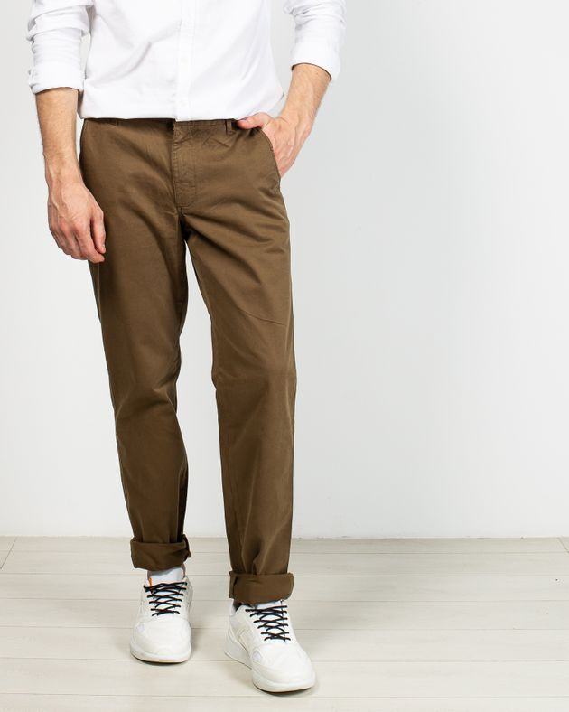 Pantaloni-cu-nasturi-si-buzunare