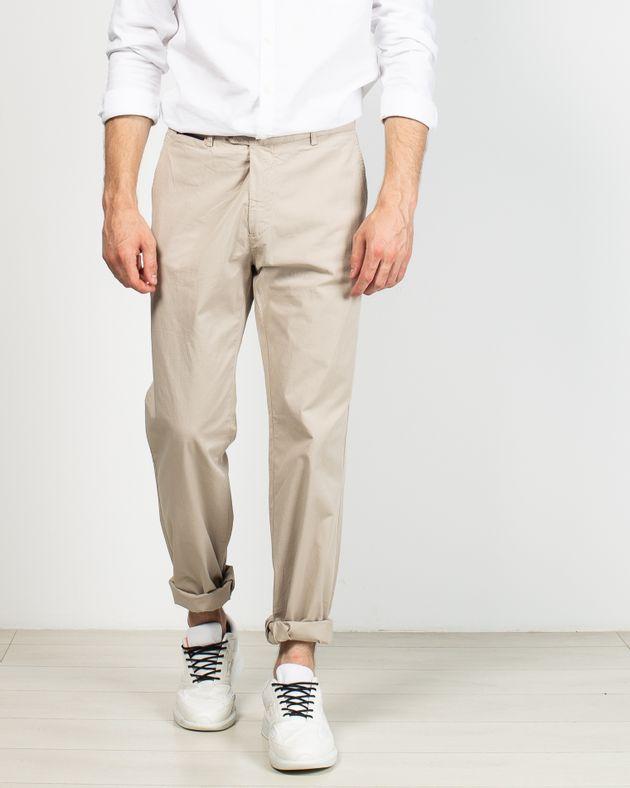 Pantaloni-fit-cu-nasturi-si-buzunare