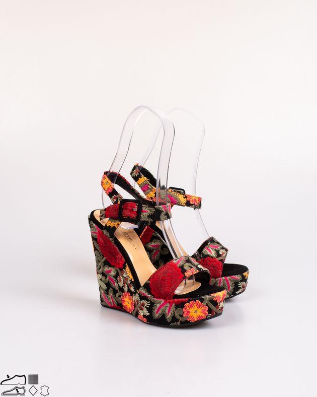 Sandale-cu-model-brodat-si-brant-din-piele-naturala