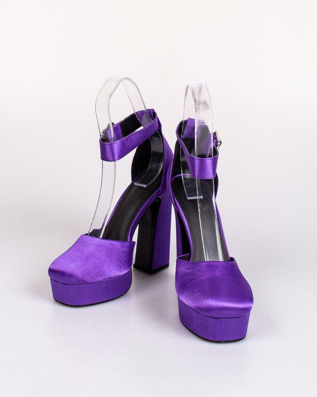 Pantofi-cu-toc-inalt-si-catarama