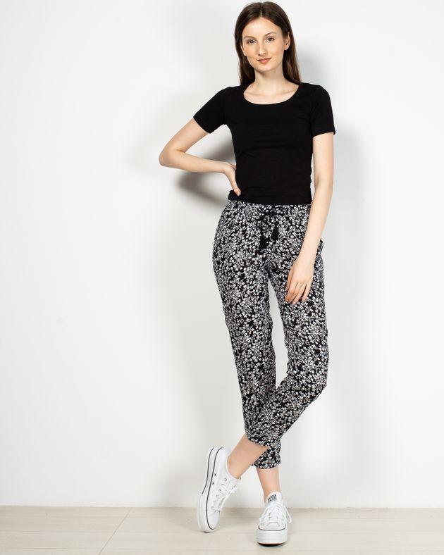 Pantaloni-dama-trei-sferturi-vaporosi-cu-imprimeu-si-talie-elastica-1936601004