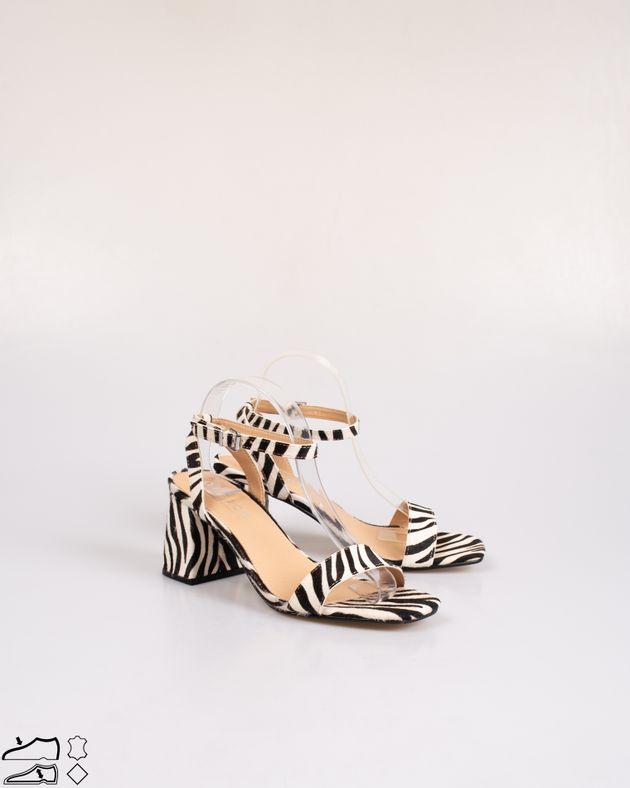 Sandale-din-piele-naturala-cu-imprimeu-si-toc-bloc