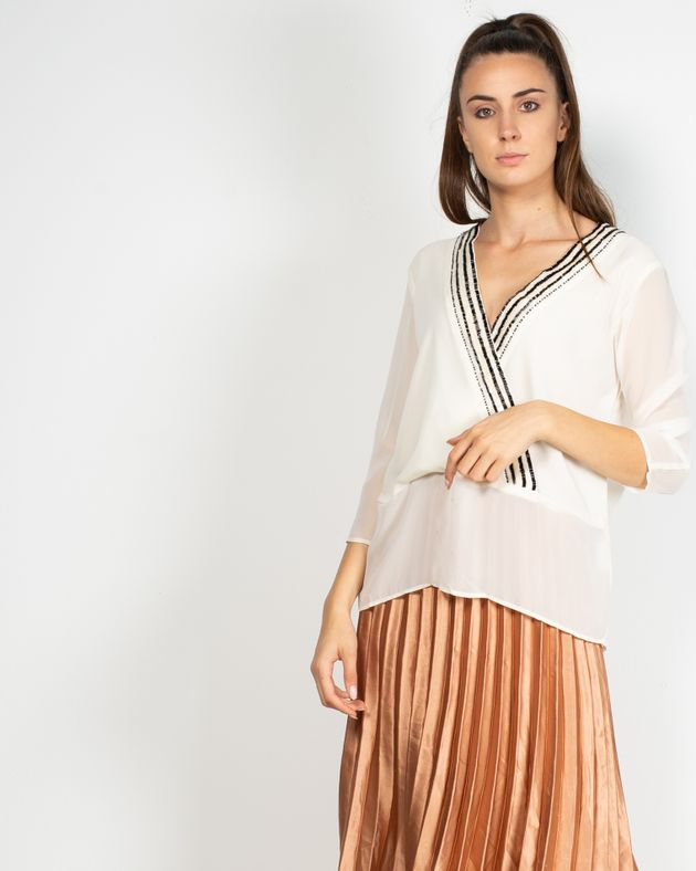 Bluza-transparenta-cu-decolteu-petrecut-si-paiete-aplicate