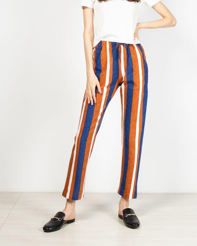 Pantaloni-cu-dungi-si-buzunare