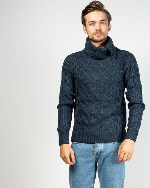 Pulover-tricotat-cu-guler-inalt-si-nasturi