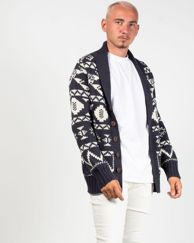 Cardigan-tricotat-cu-guler-si-nasturi