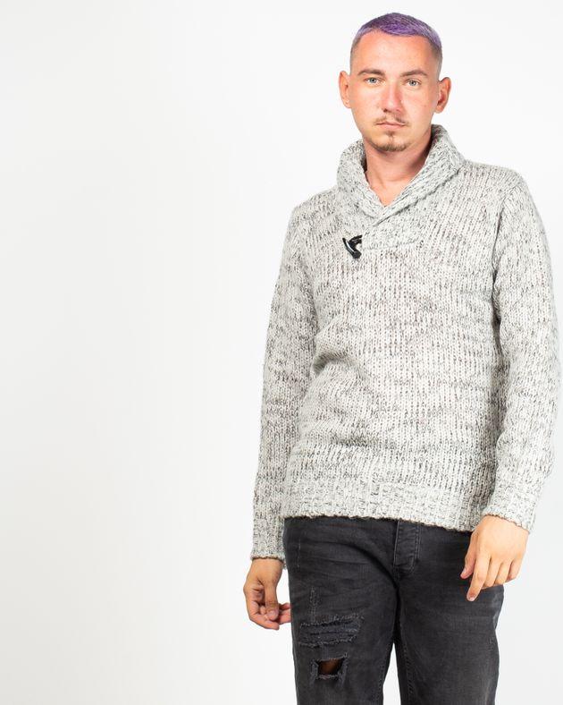 Pulover-tricotat-cu-guler-si-nasturi
