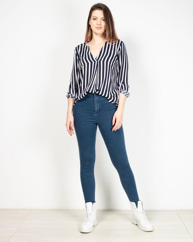Jeans-cu-buzunare-la-spate-si-talie-inalta