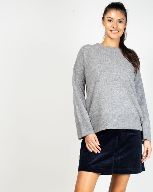 Pulover-tricotat-cu-maneca-lunga-si-capse