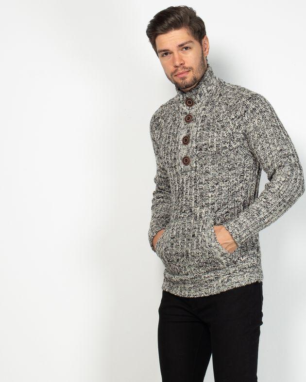 Pulover-tricotat-gros-cu-nasturi-si-guler