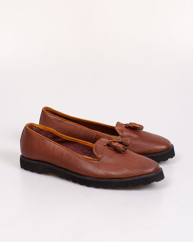 Pantofi-din-piele-naturala-usori-cu-ciucuri