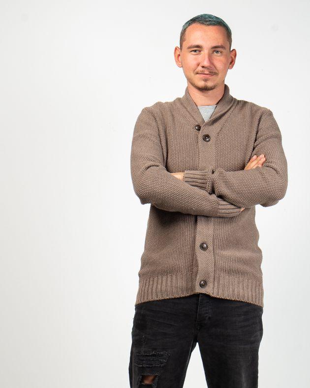 Cardigan-tricotat-cu-nasturi-si-guler