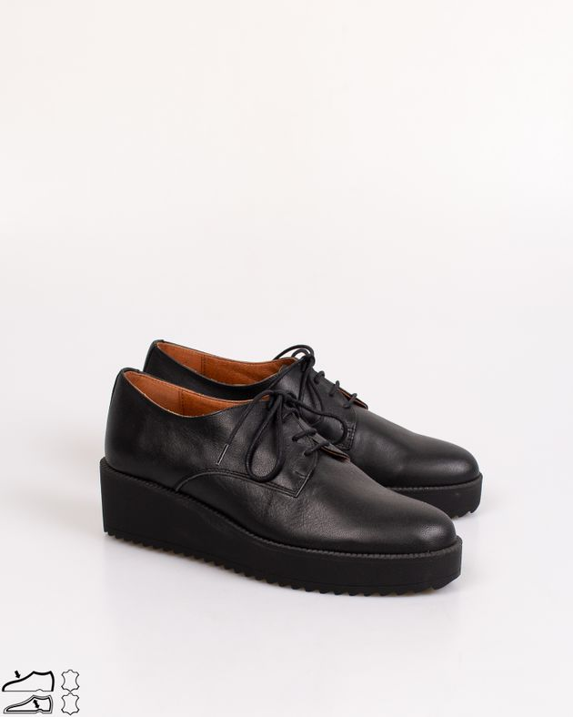 Pantofi-casual-cu-talpa-inalta-si-cu-siret