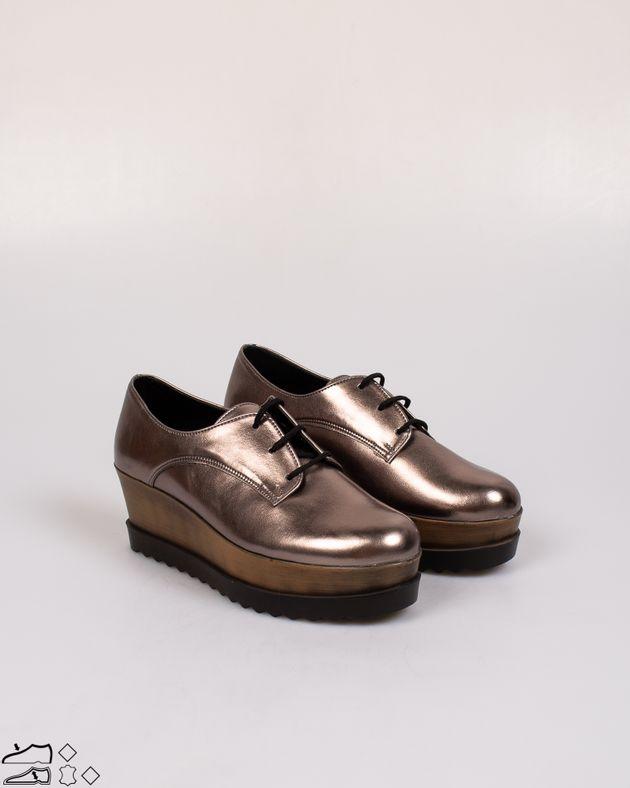 Pantofi-cu-talpa-inalta-si-aspect-metalizat