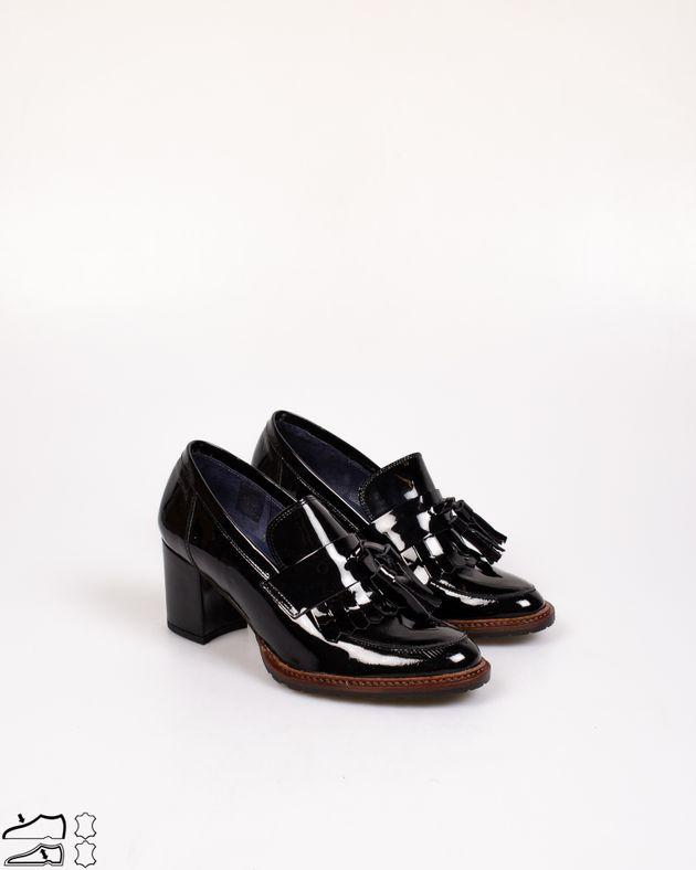 Pantofi-din-piele-naturala-lacuita-cu-ciucuri-si-toc