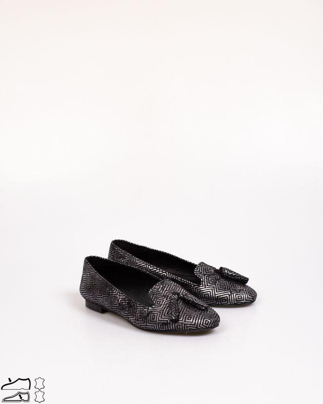 Pantofi-din-piele-naturala-cu-talpa-joasa-si-ciucuri