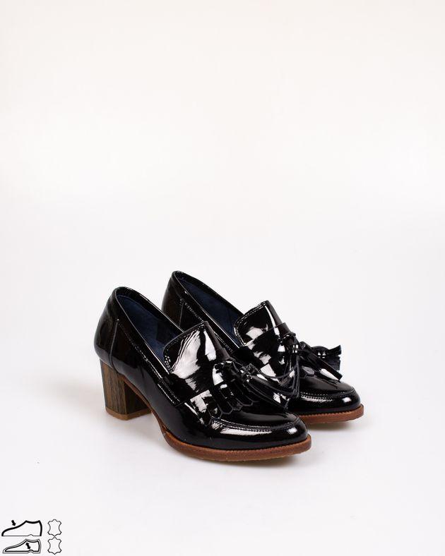 Pantofi-lacuiti-din-piele-naturala-cu-toc-si-ciucuri